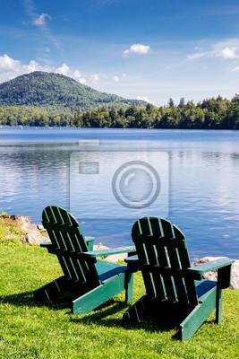 Adirondack stühle. mirror lake, lake placid new york. sommer .