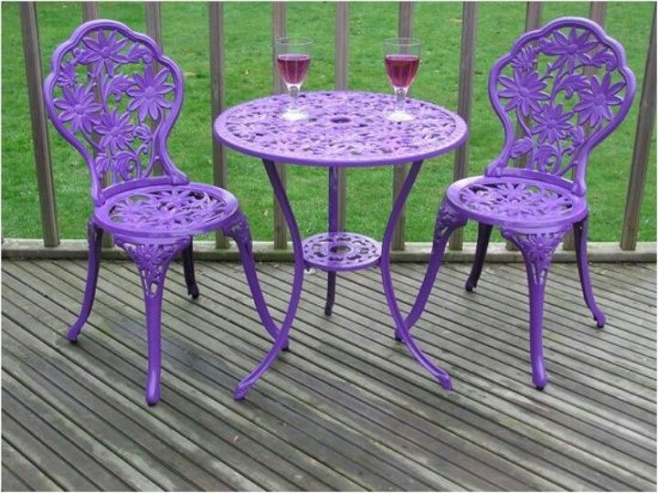 Very Cute Patio Set in Purple, I know she would have done this to .