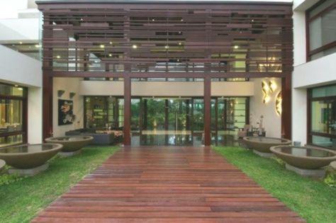 Fassade Gestaltung Holz-Lamelen Indisches-Haus Außendesign .