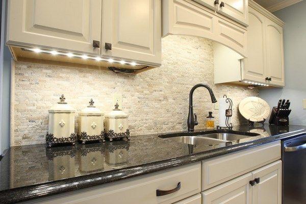 Travertine tile backsplash ideas in exclusive kitchen designs .