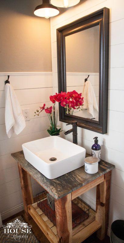 Shiplap Powder Room – DIY Vanity | Badezimmer rustikal, Rustikale .