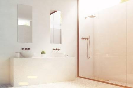 Seitenansicht Von Zwei Badezimmerwannen Mit Den Spiegeln, Die über .