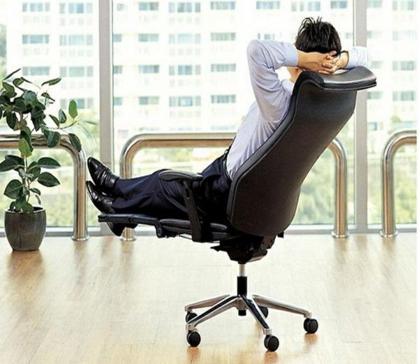 Stressless Bürostuhl um den Arbeitsprozess zu verbesse
