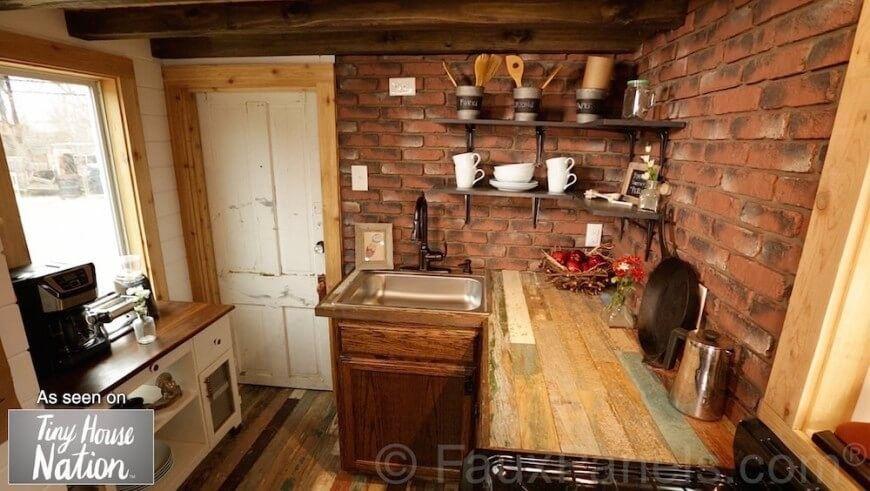 Brick ist eine beliebte Wahl für Bauernhaus und industriellen Stil .