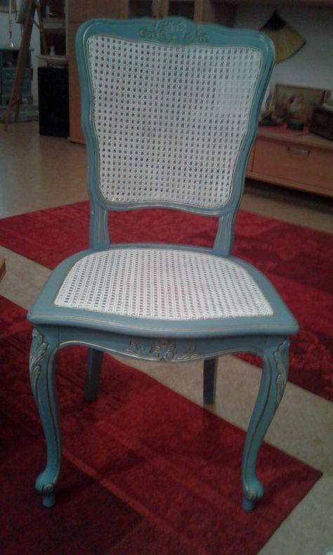 Bechfarbener Stuhl vom Flohmarkt, erst mit weißer Acrylfarbe .