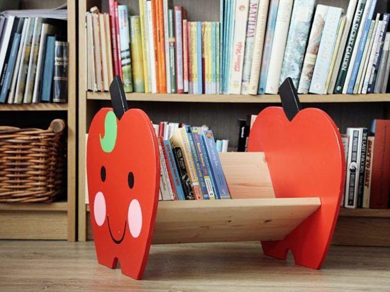 DIY-Anleitung: Bücherregal in Apfelform für Kinder selber bauen .
