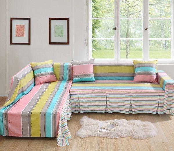 Sofabezüge schützen unsere Möbel und beleben das Wohninterieur .