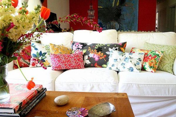 Sofabezüge schützen unsere Möbel und beleben das Wohnambiente .