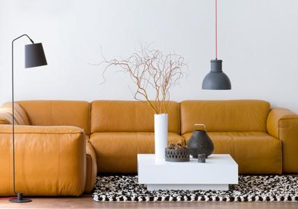 Elegante Sofas: Couch: Modelle aus Leder - [LIVING AT HOM