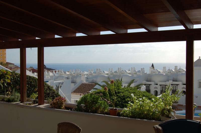 Eckhaus in Playa Paraiso mit Wohnung für die Gäste Adeje Teneriffa .