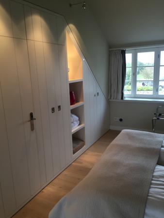 Einbauschrank im Schlafzimmer - Picture of Kontorhaus Keitum .