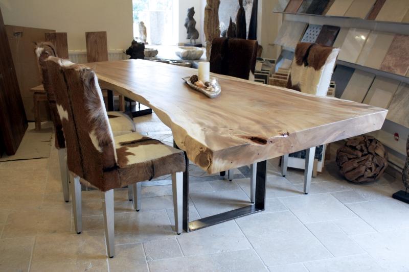 Esstisch aus massivem Holz