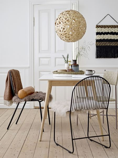 Skandinavischer Esstisch aus massivem Holz ☆ Erhältlich in .
