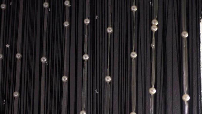 Fadenvorhänge waschen: flechten & in einen Kissenbezug geb