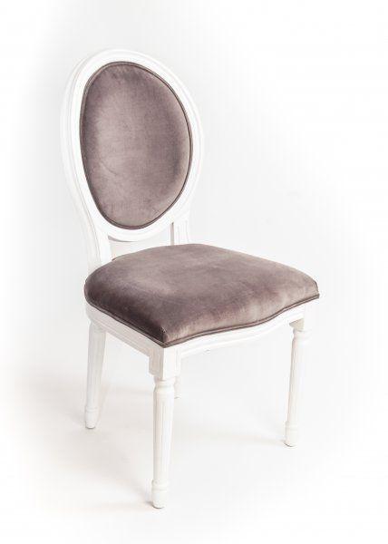 eleganter Bankettstuhl im Stile französischer Haute Couture .
