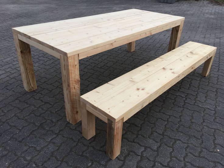 Gartentisch mit Bank aus Holzdielen mit 12 cm Massivholzbeinen .