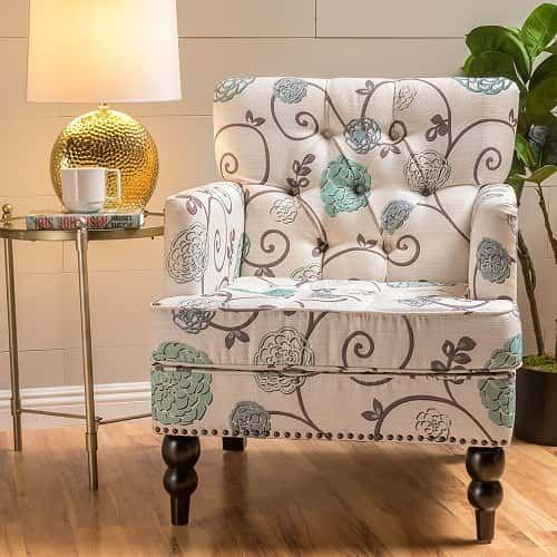 Gemusterte Stühle