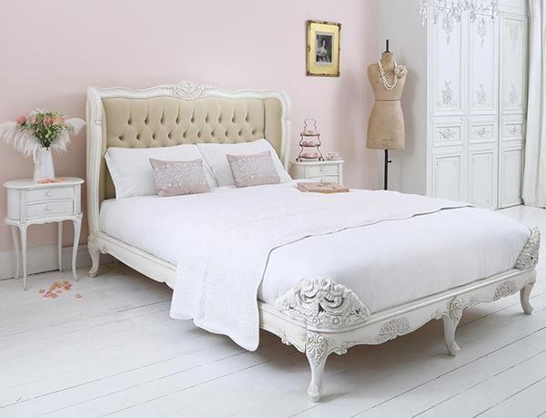 Gepolsterte Betten erhöhen Ihren Komfort in Ihrem Schlafzimmer .