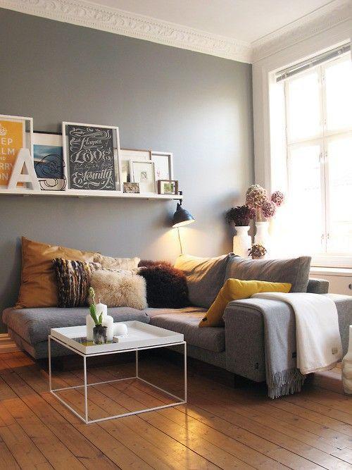 wandfarbe, graue couch, bilderleiste, tisch | Wohnung wohnzimmer .