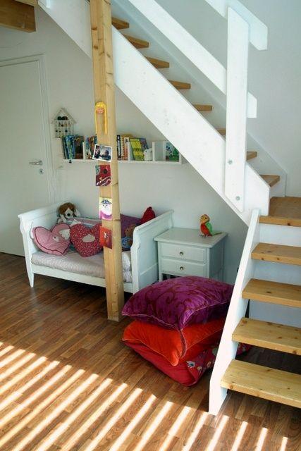 Kinderzimmer mit Treppe | Stair decor, Room, Home dec