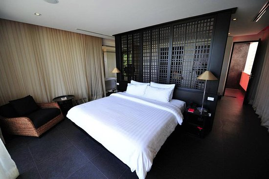 Schlafzimmer mit King-Size-Bed - Picture of The Pavilions Phuket .