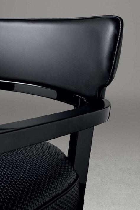 Zoe Kleiner Sessel mit gebogener Sperrholzplatte und Bezug aus .