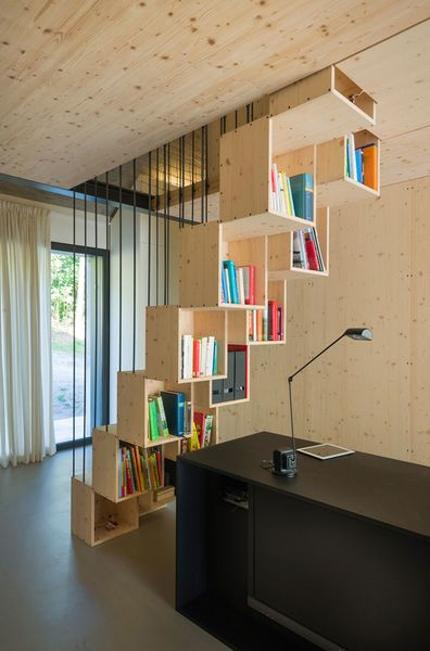 Hölzerner Einschub: Einfamilienhaus in Slowenien   Bücherregal .
