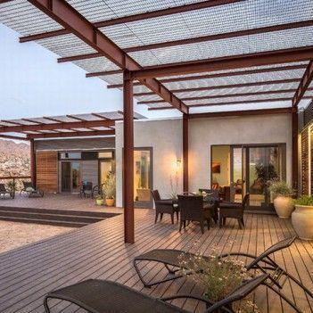 Hinterhof konkrete Terrasse mit Holzdach | Backyard pergola .