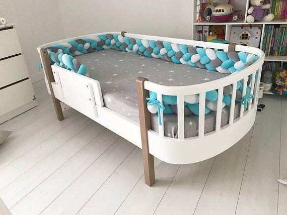 Babybett Stoßkissen Kissen für Kinder. Geflochtene Krippe .