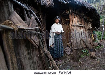 Äthiopien - traditionelles Dorf beherbergt alle Nachbarn Hilfe in .