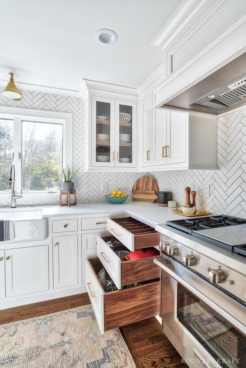 Kundenspezifische wei e U-f rmige K chenschr n #Cabinetry #design .