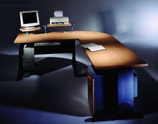 L-förmiger Computertisch - Büromöbel mit hervorragender Ergonomie .