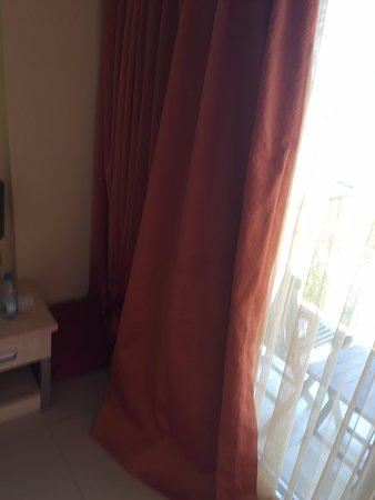 Vorhänge zu lang - warum? - Picture of Sundance Resort, Turgutreis .