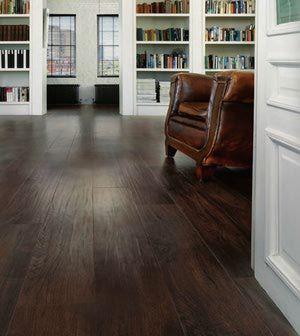 Luxus-Vinylboden kann wie Hartholz aussehen | Vinylboden, Ideen .