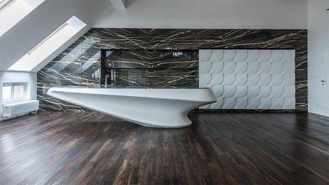 Moderne Luxusküche aus Corian und Marmor von IO Studio .
