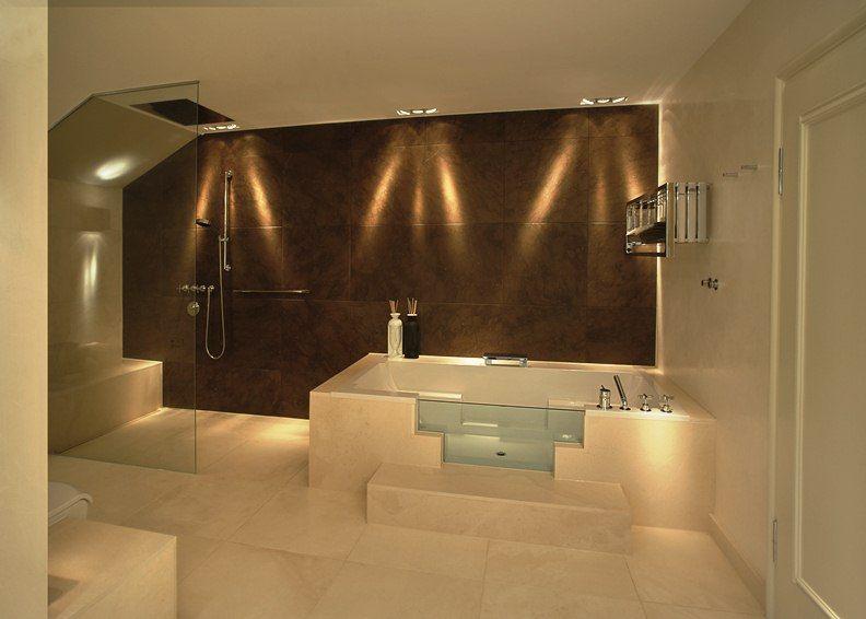 Moderne Badezimmerbeleuchtung