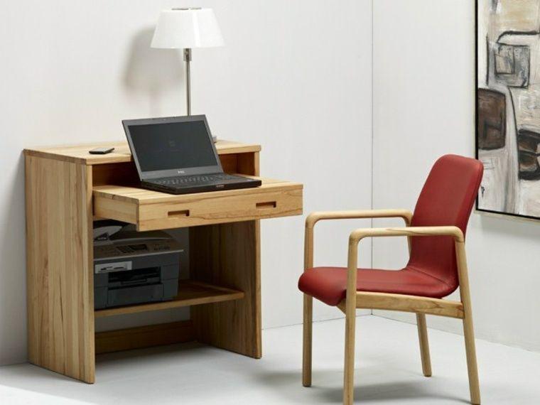 Computerschrank und Schreibtisch für moderne Computer .