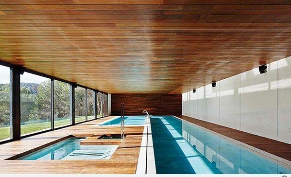 Moderne Einrichtungsideen für Ferienhaus mit Innenpool | Indoor .