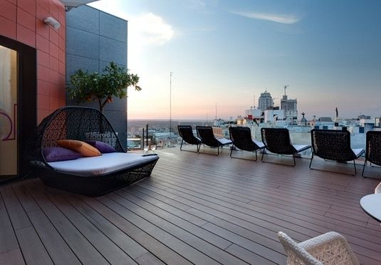 Moderne Designer-Zimmer mit Kingsize-Betten und fantastischem .