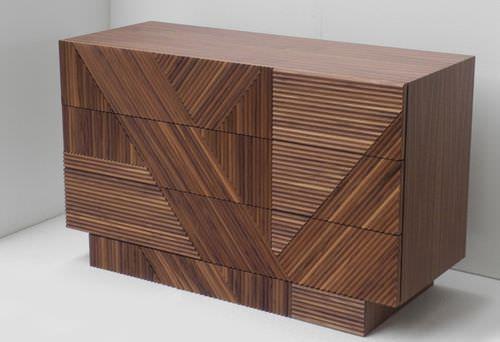 Moderne Kommode / Holz / aus Massivholz / braun STRIPES by .