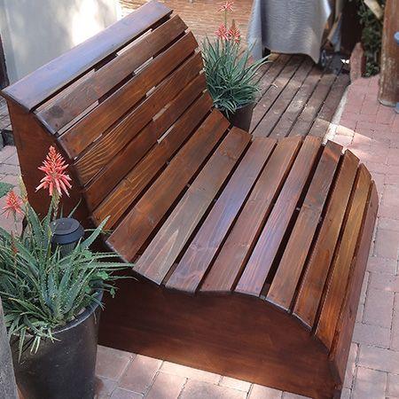diy moderne Gartenbank im Freien oder Liebessitz | Palettenmöbel .
