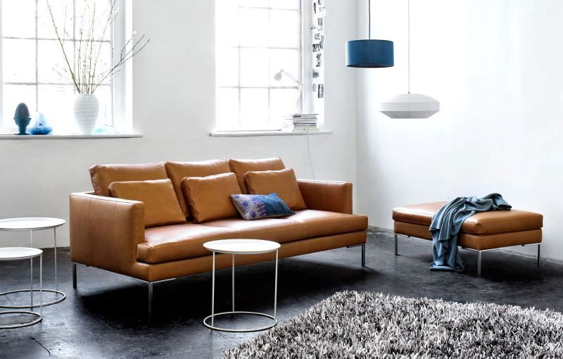 Beautiful Istra sofa in brown leather fits perfectly in this .