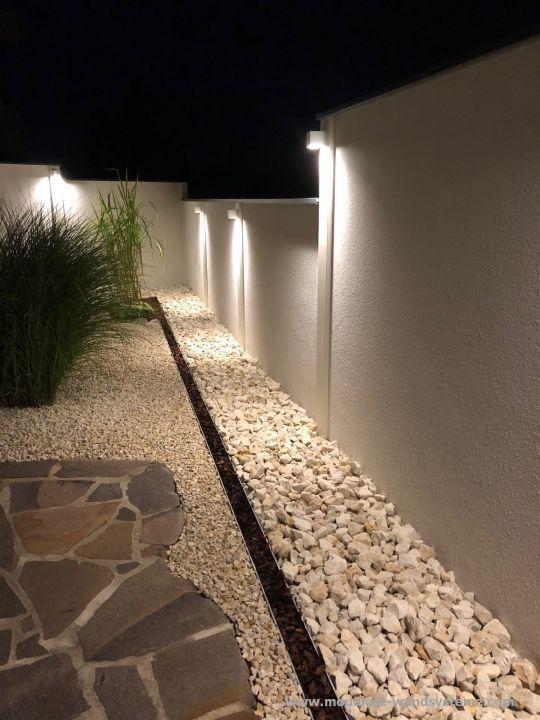 Modulare Wandsysteme Variante II in Stufen gesetzt und Beleuchtung .