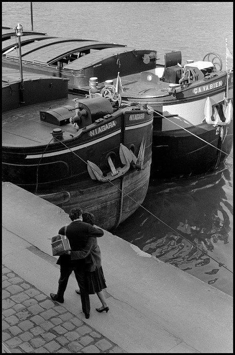 14 Vintage Photos of Romance Along Paris' Seine River   Paris .