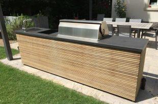 Design-Outdoorküche von Herrenhaus mit BeefEater Gri