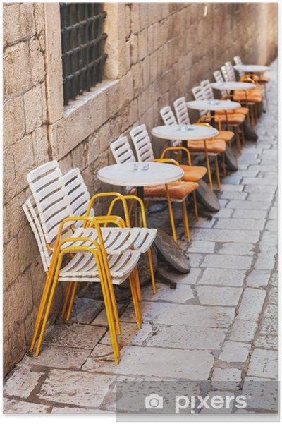 Poster Reihe von Kunststoff-Restaurant Stühle und Tische • Pixers .