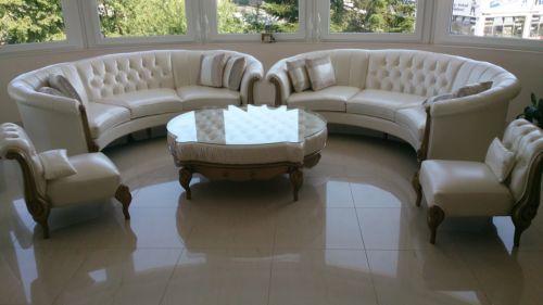 Runde-Couch-Sofa-Barock-Klassik-Design-Verona-von-Nobelli-Leder .