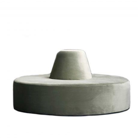 Rundes sofa   Rundes Sofa im Wohnbereich. 2020-02-