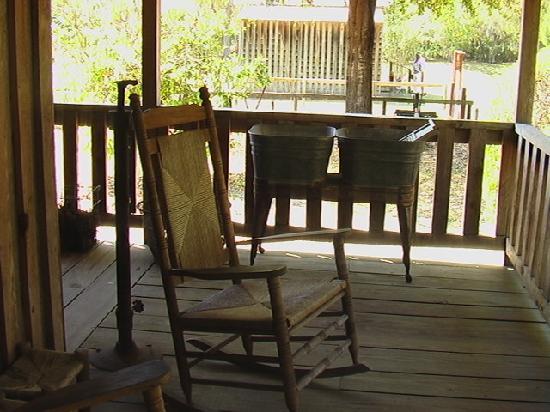 typisch der Schaukelstuhl auf der Veranda - Picture of Fort .