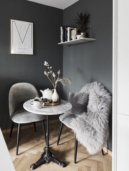 Langhaar-Lammfell Ella, gelockt   Schwarze wohnzimmermöbel .